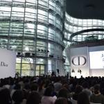 国立新美術館(東京)において、メゾン ディオールは初のシンポジウム「ディオール スキンケア シンポジウム」を開催
