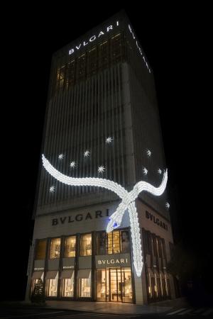 ブルガリ 冬の風物詩 「セルペンティ」イルミネーションがライトアップ