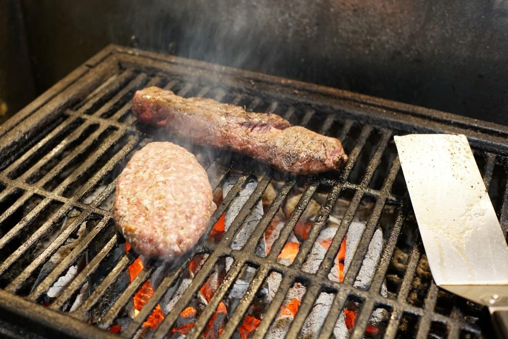 備長木炭で焼かれるお肉たち